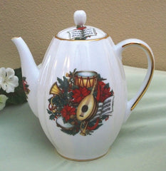 Ribbed Teapot Musical Christmas