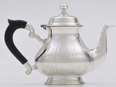 5 cup Silver Plated Top Fluted with Black Bakelite Handle Teapot - Roses And Teacups