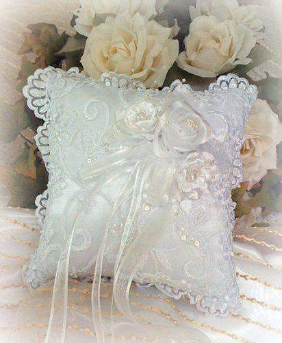 Climbing Rose Ring Pillow - Roses And Teacups