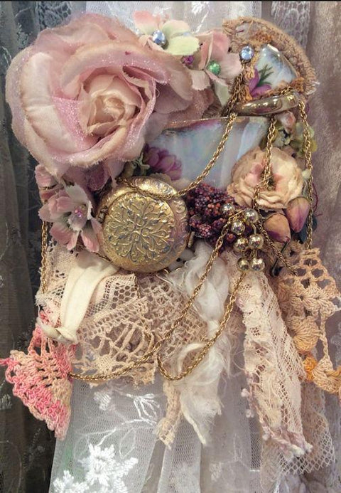 Elise Corsage Brooch - Roses And Teacups