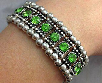 Peridot Crystal Stretch Bracelet - Roses And Teacups
