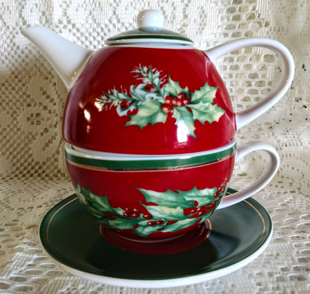 Red and Garland Christmas Porcelain Tea For One with Saucer - Only 1 Available! - Roses And Teacups