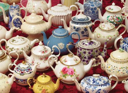 Teapots 1000 Piece Jigsaw Puzzle - Roses And Teacups