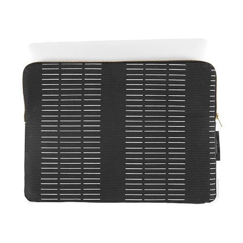 Escape sleeve 15″, Dash black (fits MacBook Pro)
