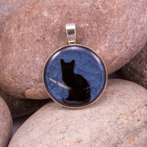 Curious Cat Pendant (#1223)