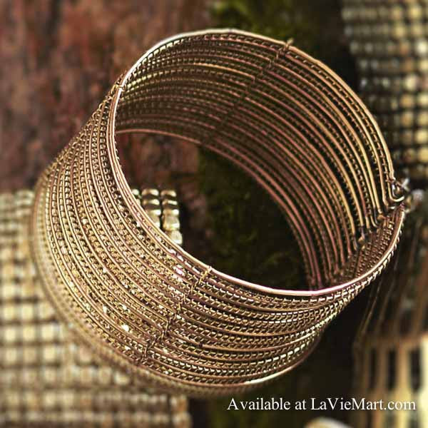 Roost wire cuff