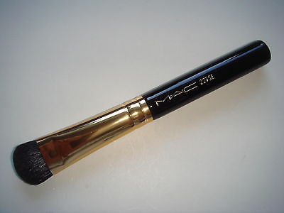 M.A.C 227SE Large Eye Fluff Brush (Gold Ferrule) - Travel Size