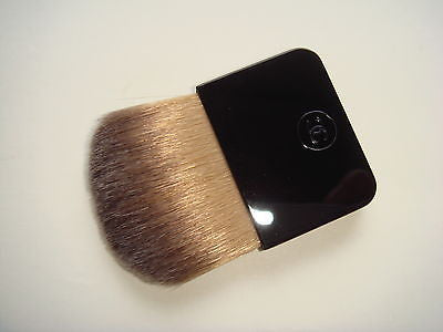 CHANEL Blush / Foundation Brush - Travel Size