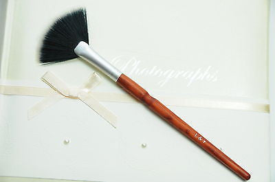 L&Y Fan Brush with Synthetic Hair