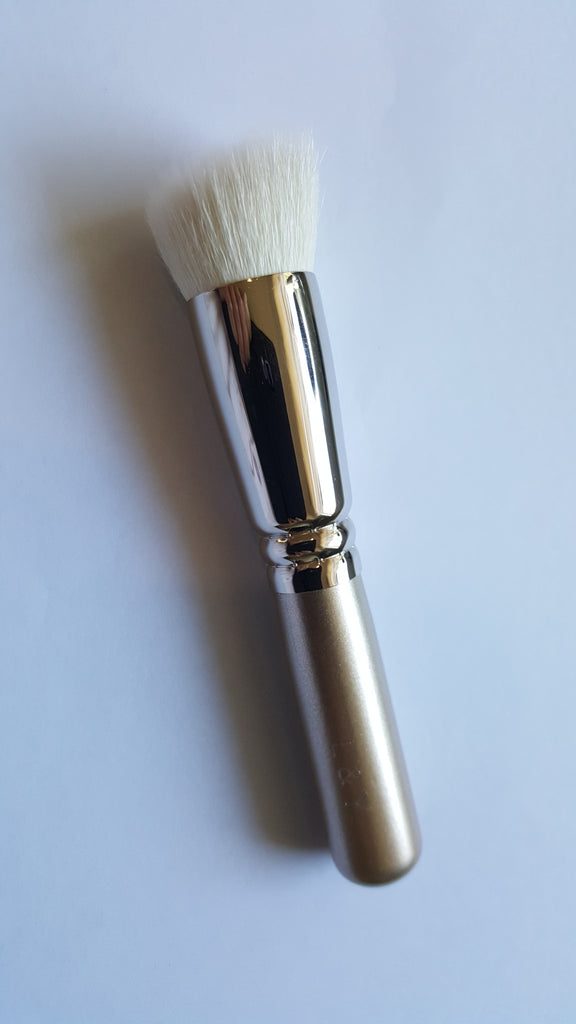L&Y Powder & Liquid Foundation Angled Brush (Hakuhodo s5555 Brush)
