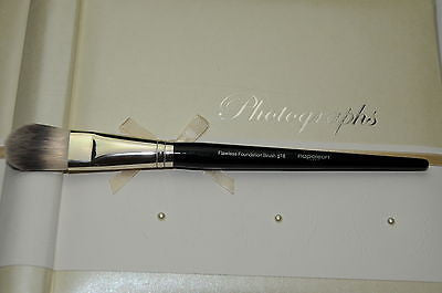 Napoleon Perdis Flawless Foundation Brush g18