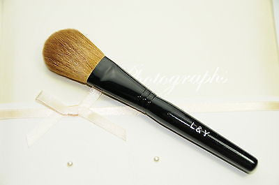 L&Y Blush Brush with Soft Golden Color Goat Hair - Medium Length Handle