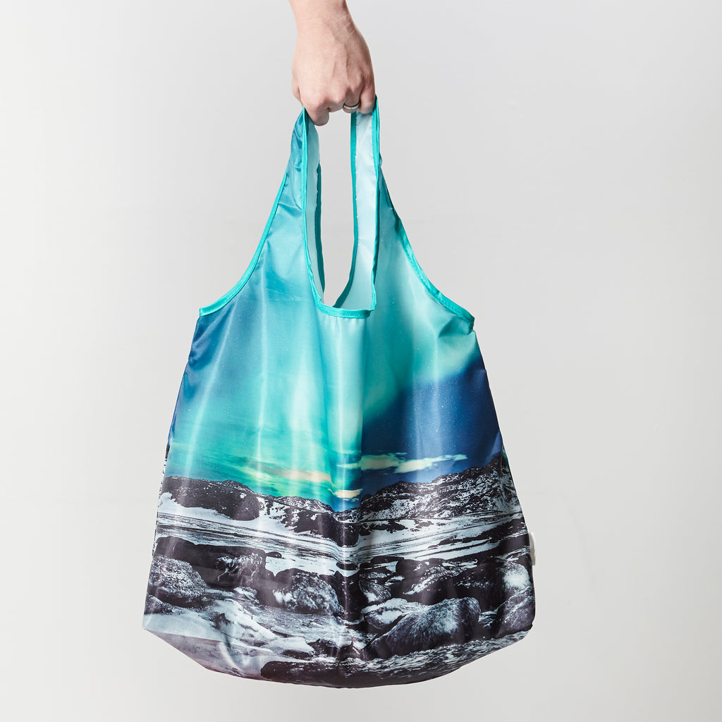 Reusable shopping bag with the northern lights