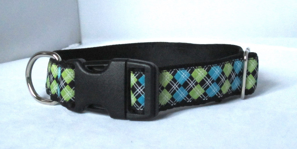 "1"" wide clasp dog collar- black and green argyle"