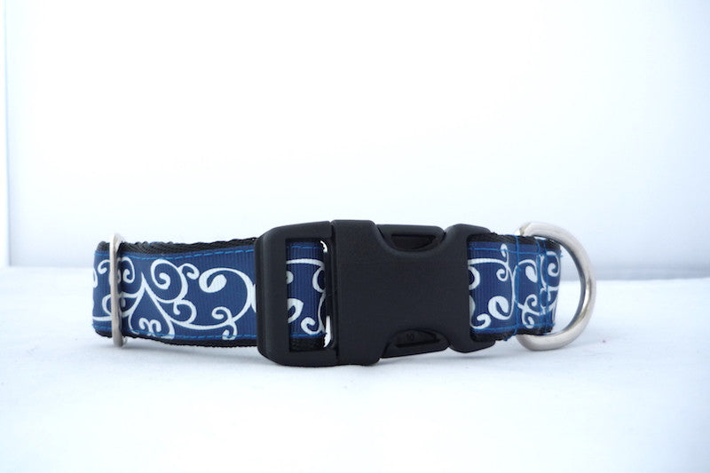 "1"" wide clasp dog collar blue with white swirls"