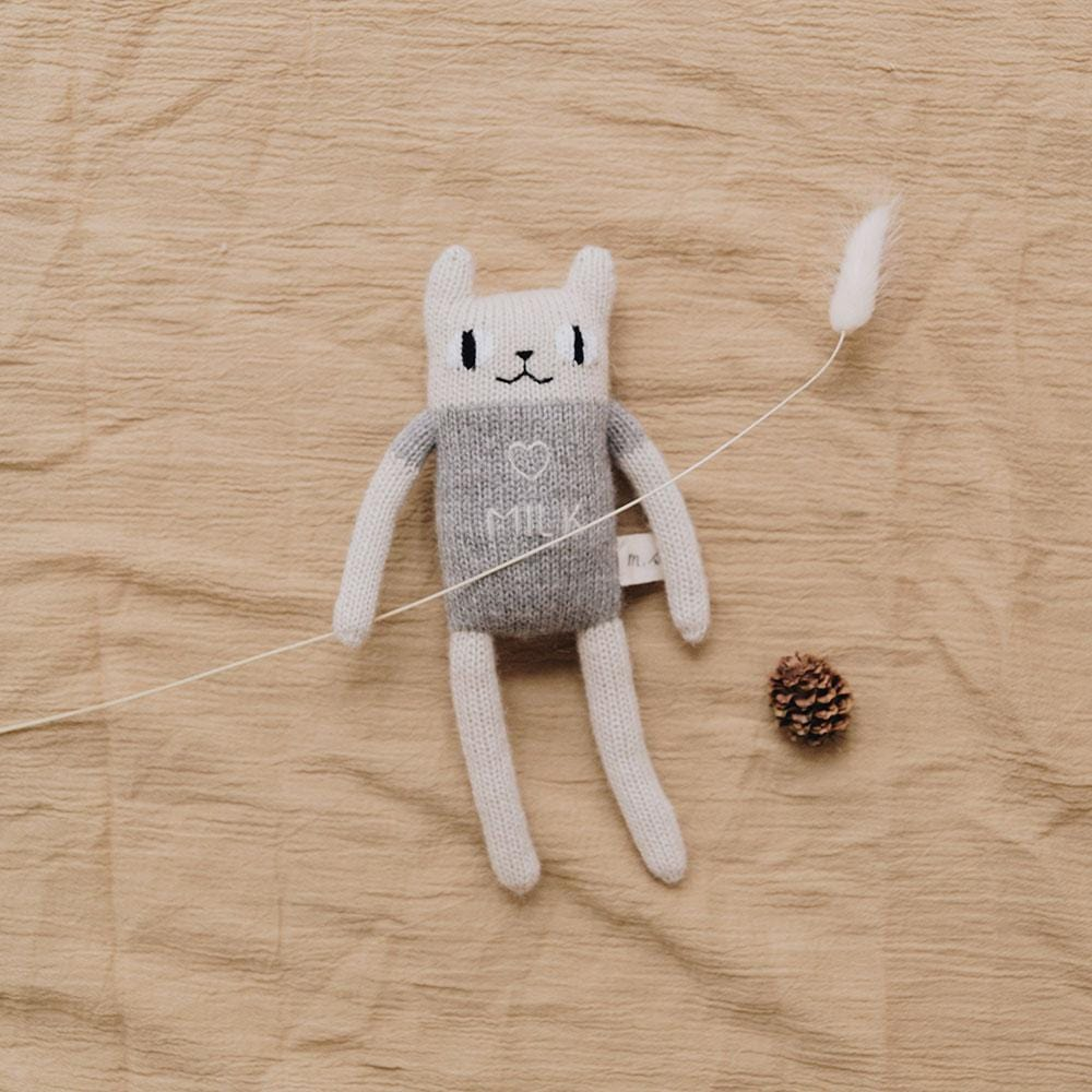 "Main Sauvage ""milk"" cat knit toy, Grey - Hello Little Birdie"