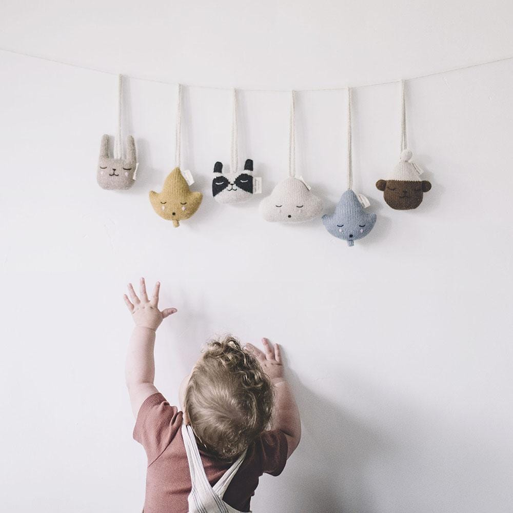 Main Sauvage cloud hanging rattle