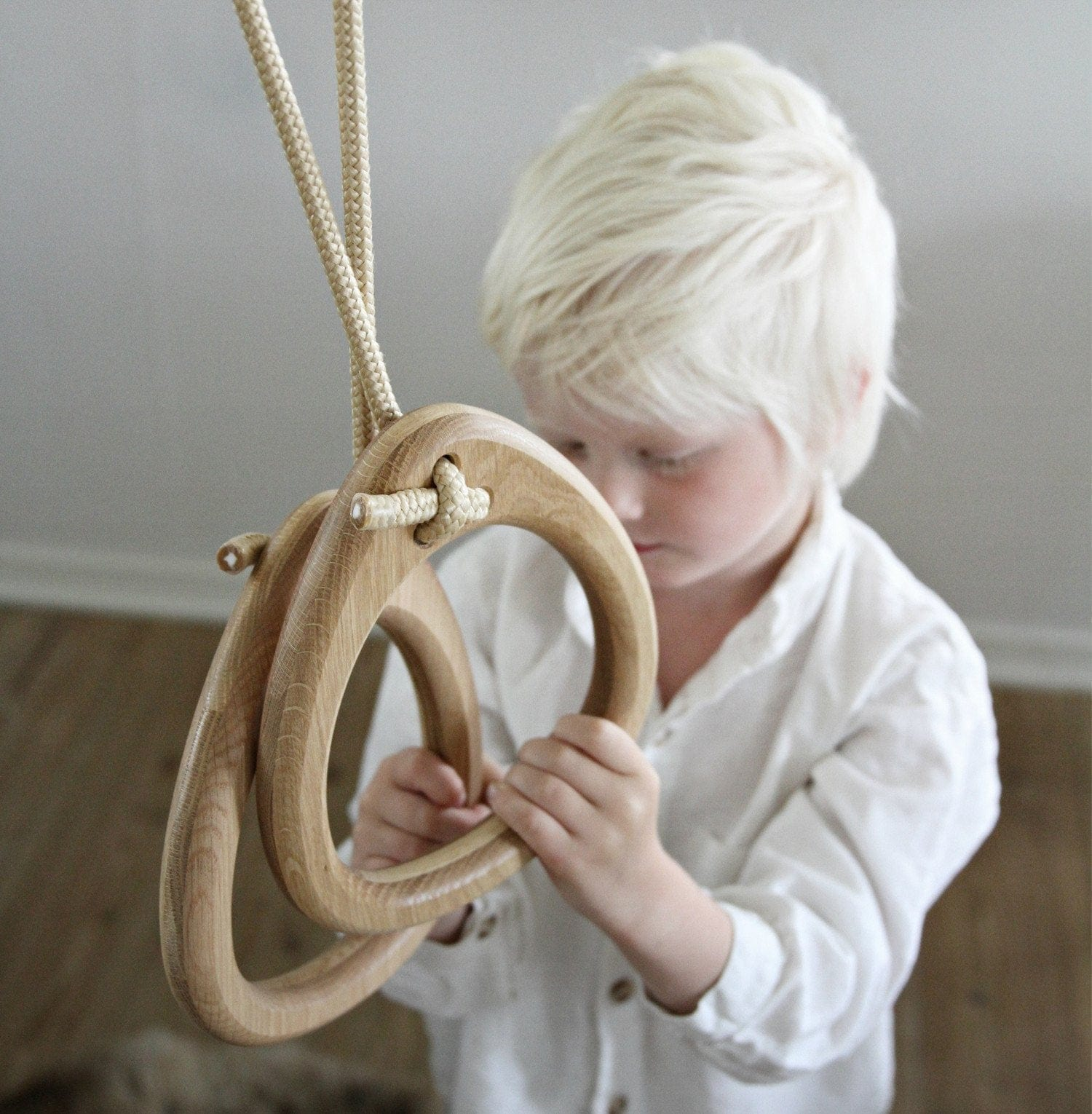 LILLAGUNGA GYMNASTIC RINGS, WHITE BIRCH, BLACK ROPES