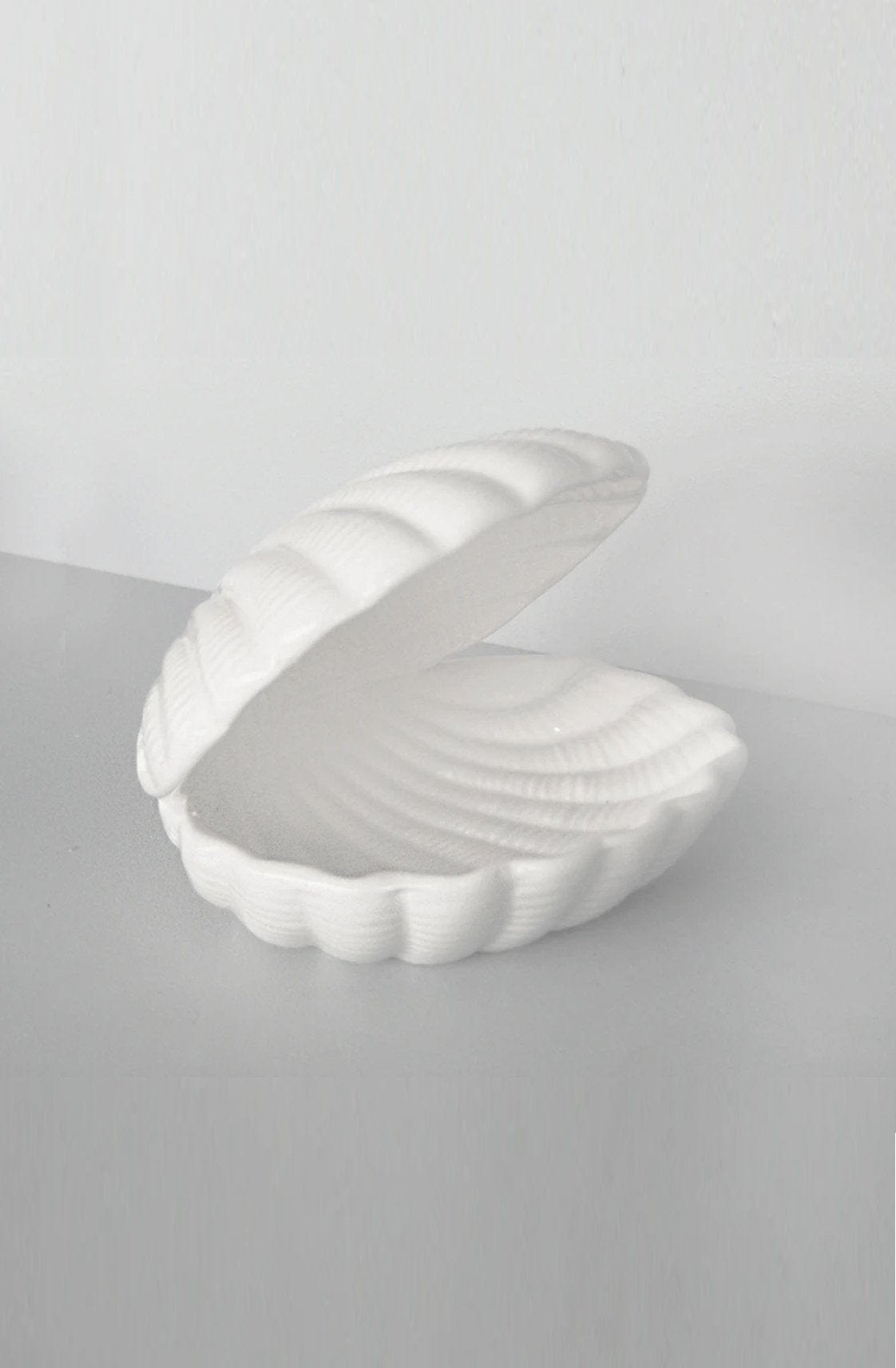 White Moose CERAMIC SEASHELL TRAY, WHITE - Hello Little Birdie