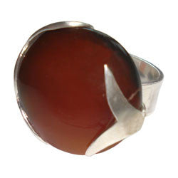 AGATE DISC WITH WHALE TAIL RING