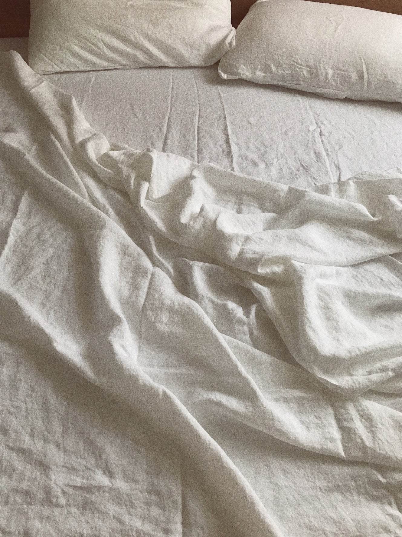 bed cover . white linen