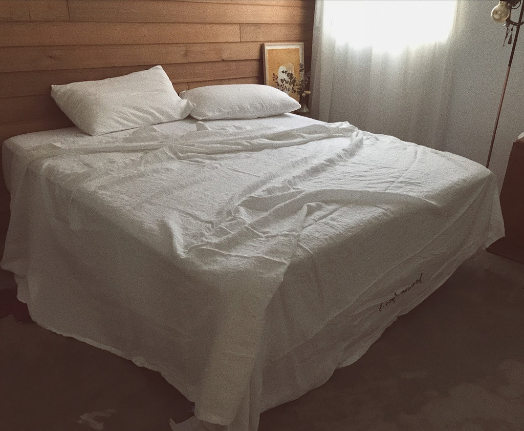 white linen bed cover set