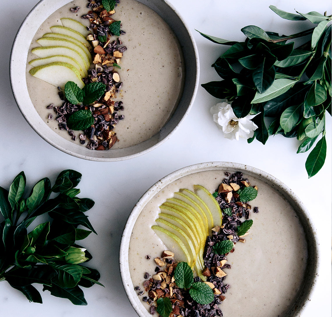 Banana, pear & vanilla smoothie bowl