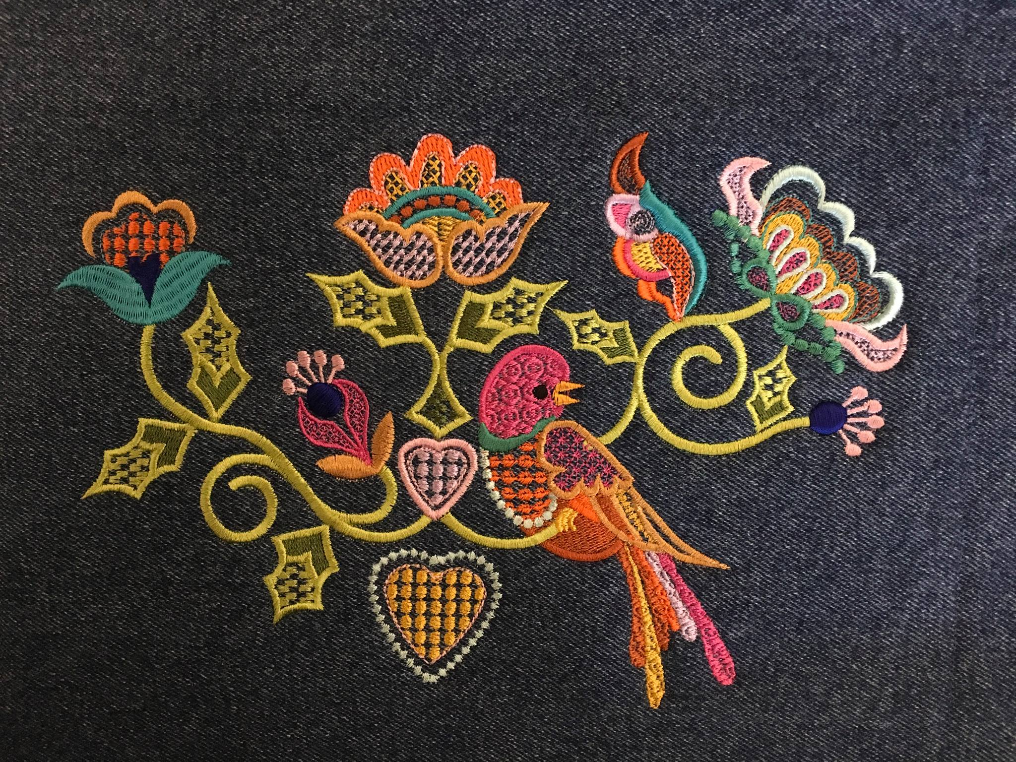 machine embroidery in the hoop crewel bird