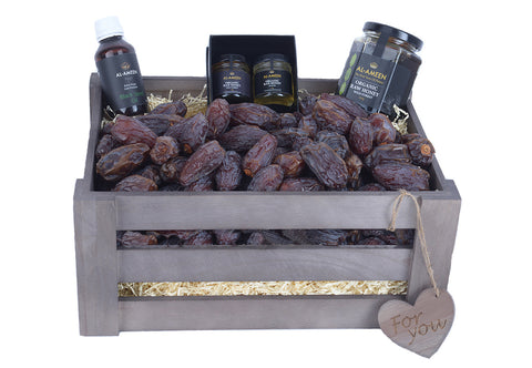 Medjoul Dates, Honey & Black Seed Oil Medium Solid Crate