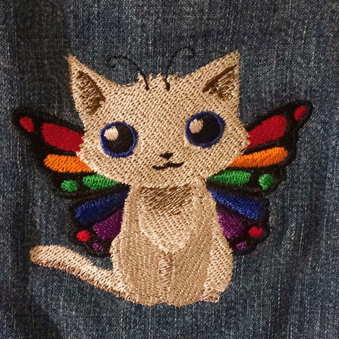 Appliqued kitten on a child's jacket at Tender Land Home MEOW! #phoenicia #phoeniciany #childrensfashion #child #cat #catskills #catsofinstagram #iloveny #hudsonvalley #upstateny #fall #fashion tenderlandhome.com