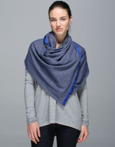 Lululemon Infinity Scarf Dark Grey/Blue