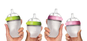 comotomo natural feel baby bottles come in 5oz and 8oz sizes in pink or green