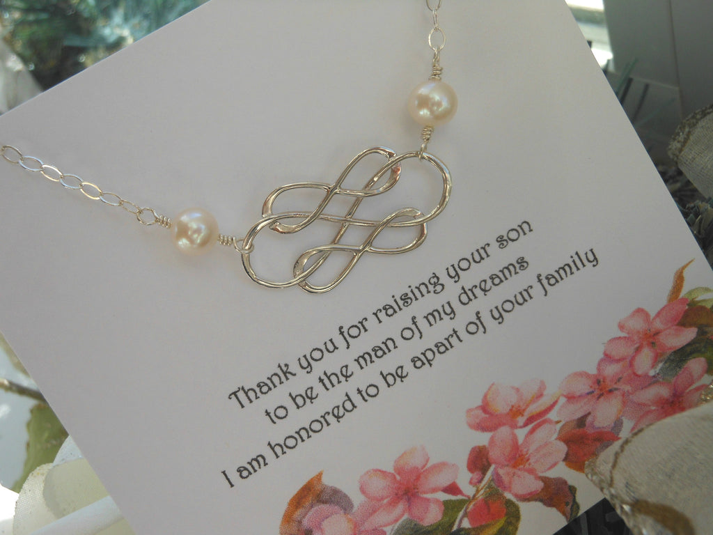 Mother of the Bride gift idea, Pearl Bracelet for Moms