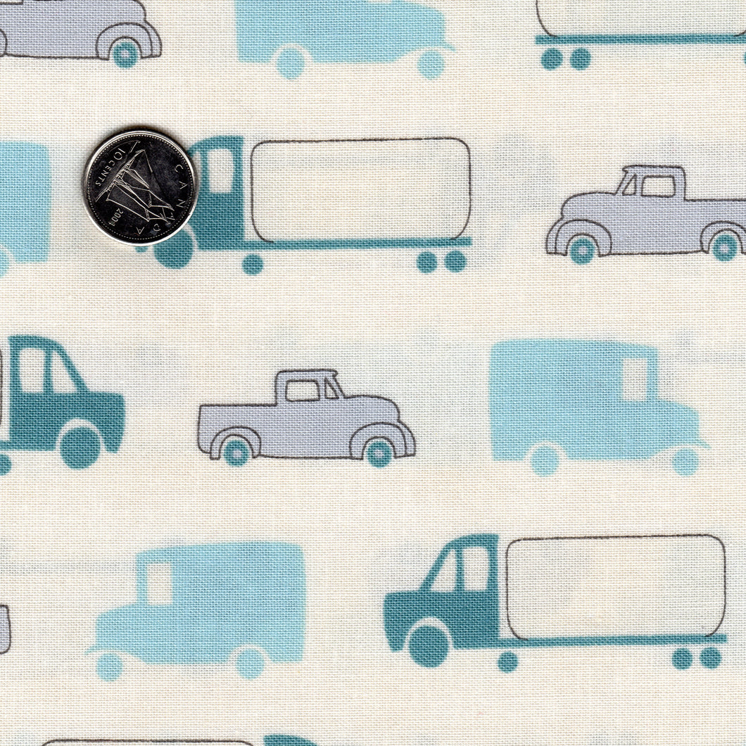 Mighty Machines par Lydia Nelson pour Moda - Background Creamy Big Cars and Trucks Light Blue Teal