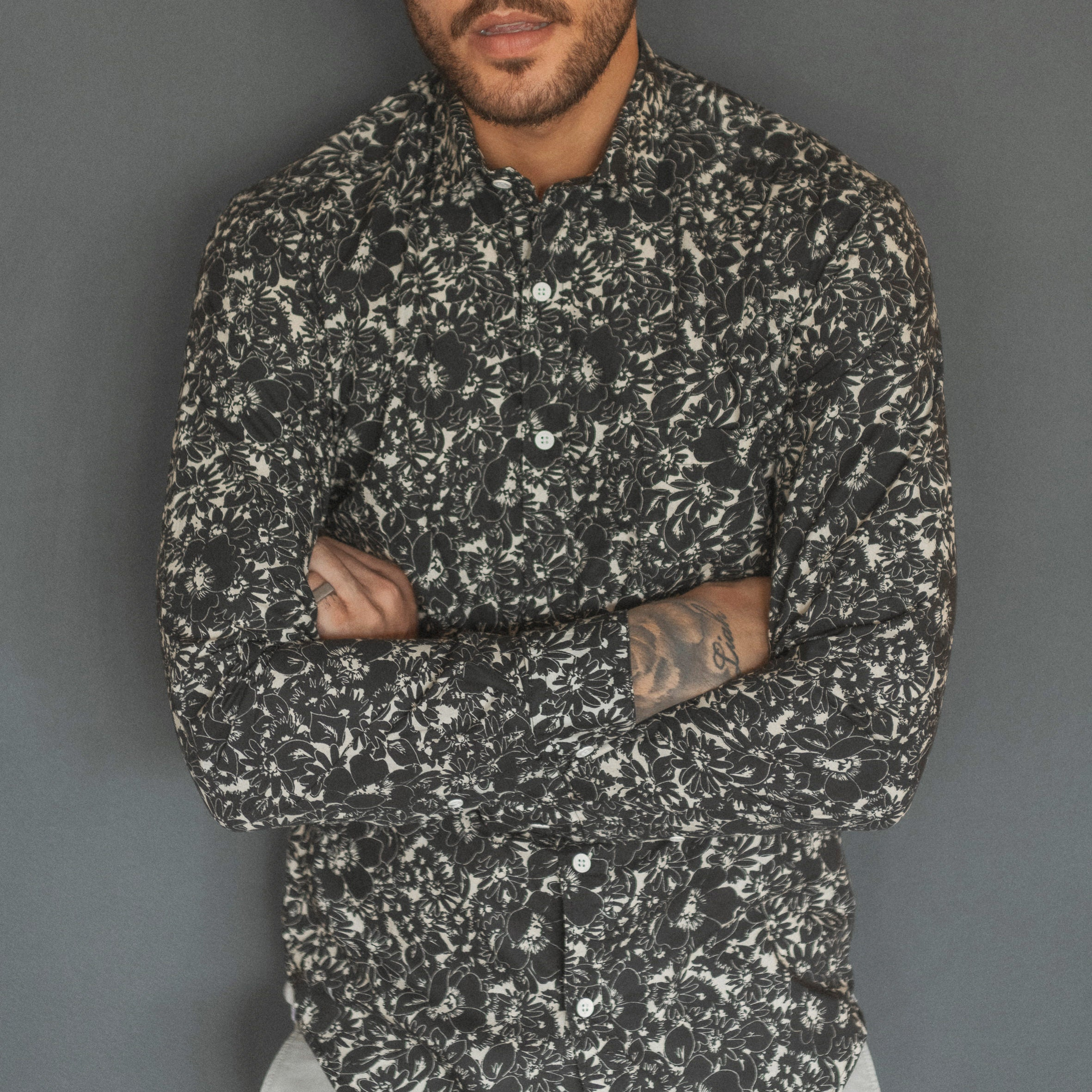 Hawaii Floral Print Shirt L/S: Black/White
