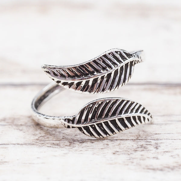 Double Feather Toe Ring. Bohemian Jewellery. Indie and Harper