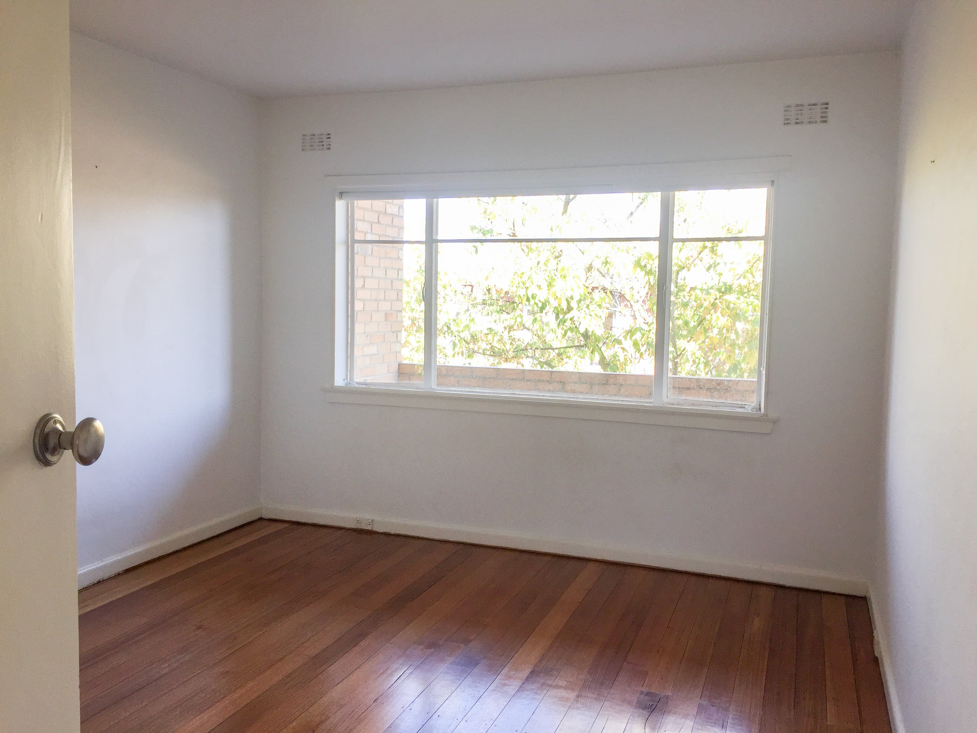 #littletoorak master bedroom before