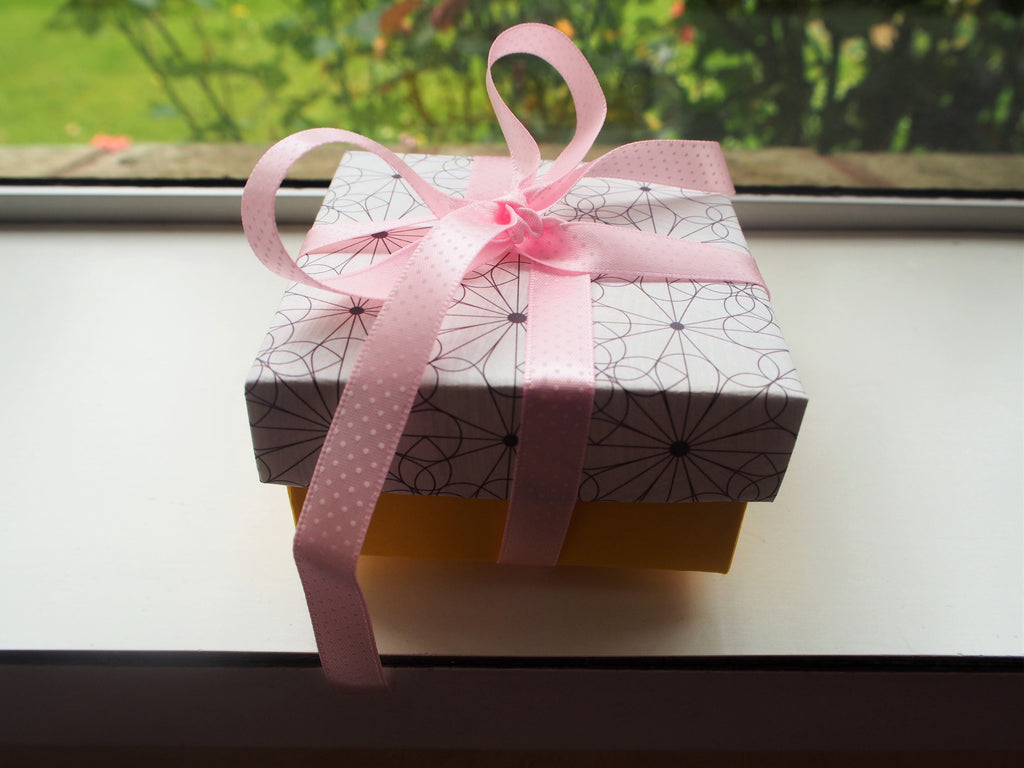 Gift box with lid--yellow and white geometric