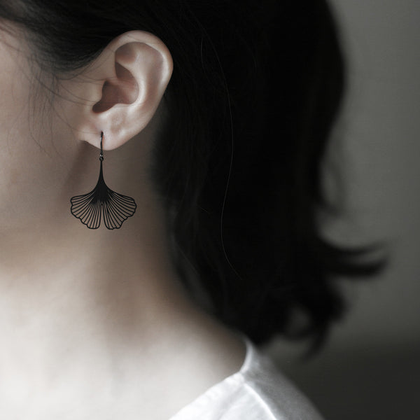 Black Ginkgo Earrings 黑銀杏耳環 (E02B)