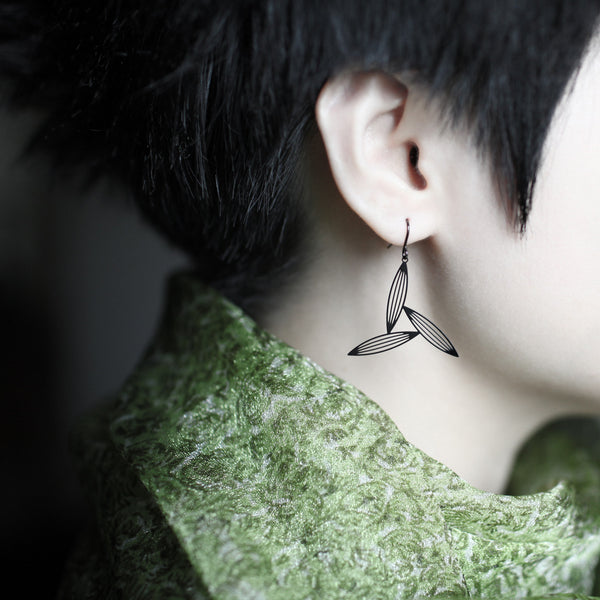 Black Three Sasagrasses Earrings黑淡竹三葉耳環(E11B)
