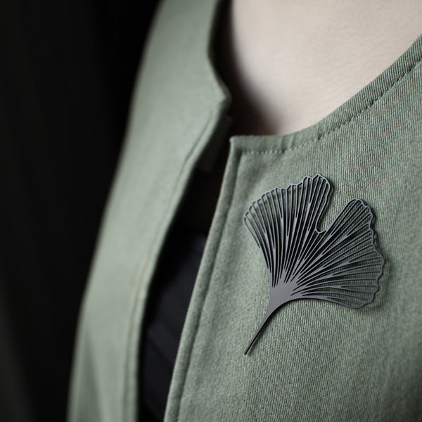 Black Ginkgo Brooch 黑銀杏胸針 (BR06B)