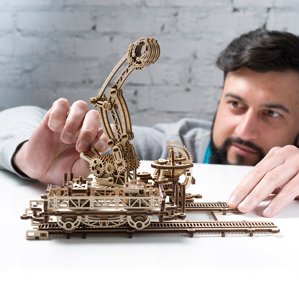 UGEARS_機械小鎮 鐵道怪手 Rail Manipulator