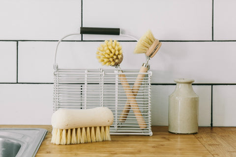collectie.co.uk Wooden scrubbing vegetable brush