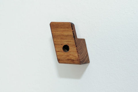 Hand made wooden oak hook. collectie.co.uk