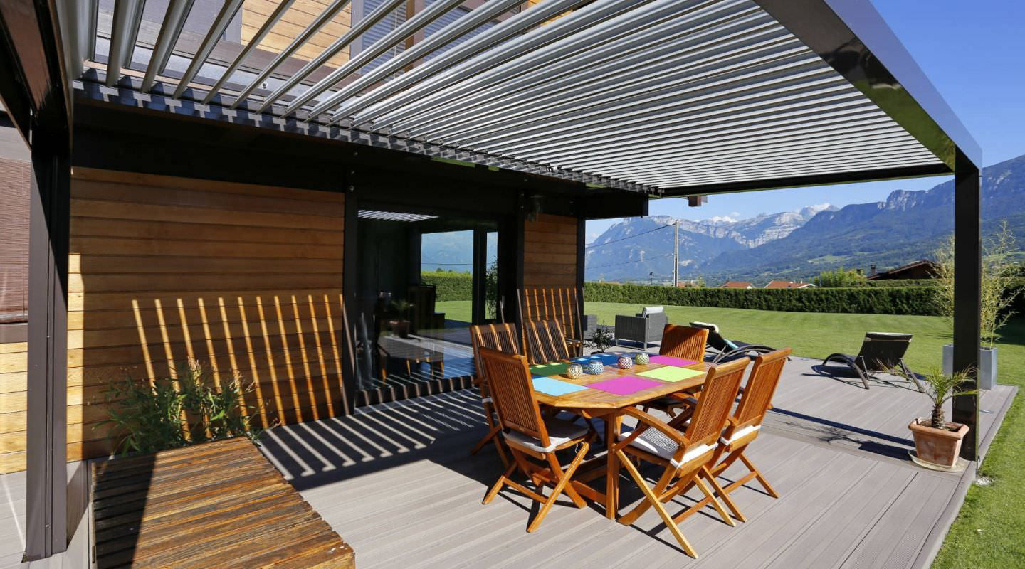 profitez de votre terrasse avec les pergolas biossun. Black Bedroom Furniture Sets. Home Design Ideas