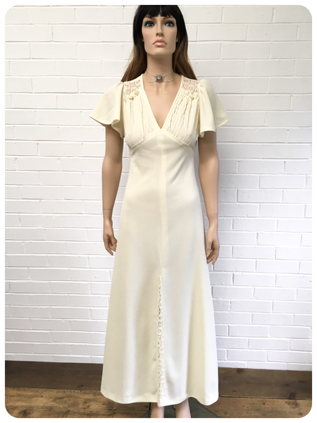 VINTAGE 1970s CREAM MAXI GODDESS WEDDING DRESS 10