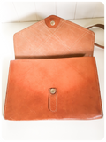 VINTAGE 1970's DEEP TAN THICK LEATHER MESSENGER LARGE CLUTCH BAG