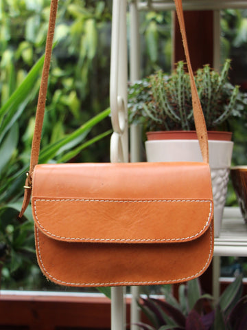 Vintage 70s Small Tan Leather Saddle Bag - Penny Bizarre - 1