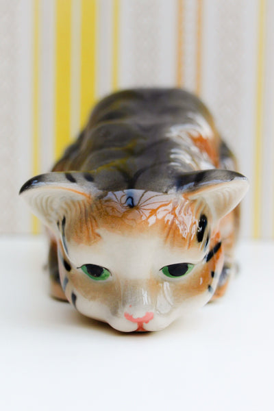 Large Vintage Crouching Tabby Cat Ceramic Ornament - Penny Bizarre - 1