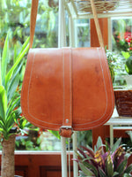 Vintage 70s Tan Leather Saddle Bag - Penny Bizarre - 4